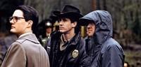 De-gauche-a-droite-Kyle-MacLachlan-Dale-Cooper-Michael-Ontkean-sherif-Truman-et-le-realisateur-David