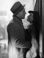 jean-gabin-et-michele-morgan-le-quai-des-brumes-1938_a-g-8245420-4985691
