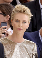 CHARLIZE THERON (26)
