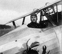 slt georges Parizet avec son nieuport 24, 1917 (photo vue sur le site //albindenis.free.fr )