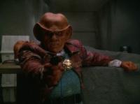 Quark_kills_a_Jem'Hadar