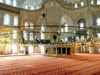 intérieur de la mosquée bleue avec son lustre immense