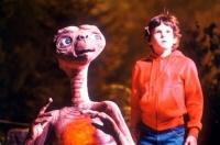 le gamin Eliott (henry thomas) avec E.T