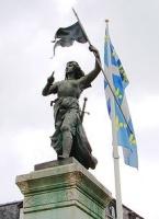 statue de Jeanne d'Arc, place du parvis à Reims