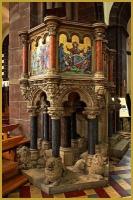 magnifique chaire néo-renaissance dans la nef de l'église Saint-Pierre-le-Jeune à Strasbourg