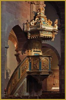 chaire en bois polychrome (1733) consacré à St François Xavier christianisant les Indes, église Sain