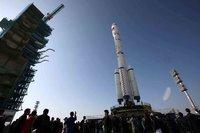 lanceur-chinois-longue-marche (LM-2) f-qui-va-porter-le-module-de-tiangong-1-sur-le-pas-de-tir-de-ji
