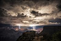 Foudre sur le Grand Canyon en arizona [superbe photo de rolf Maeder]