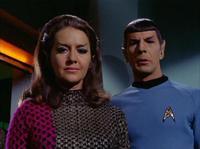 Spock et la commandante romulienne qui va bien se faire avoir