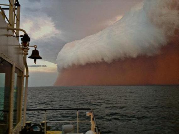 Tempête de poussière rouge sur la côte australienne 9 -1-2012