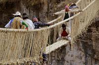 pont Q'eswachaka utilisé jadis par les chasquis incas, retissé chaque année