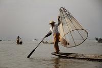 pêcheurs équilibristes du lac Inle (au Myanmar)