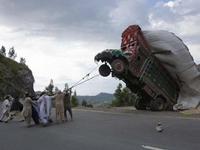 un camion indien qui se prend pour un cheval ou un éléphant...réincarnation?
