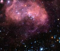 des étoiles se forment dans le Grand Nuage de Magellan distante de 180 000 années lumières de notre