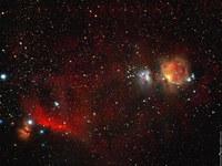 ORION: à gauche la Nébuleuse de la Flamme (NGC 2024), la Tête de Cheval+nébuleuse d'Orion à droite