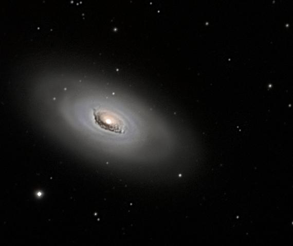 M64 galaxie de l'oeil noir dans la chevelure de Bérénice