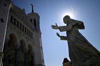 Statue de Jean-Paul II devant la basilique de Fourvière à Lyon [photo de jean-philippe Ksiazekafp]