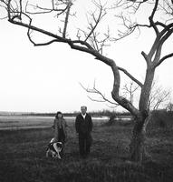 Jackson pollock et son épouse peintre aussi Lee Krasner avec leur chien Gyp en 1949
