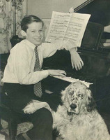 Glenn Gould à 12 ans avec son setter anglais Nicky et sa perruche Mozart en 1946 à Toronto [Fond d'a