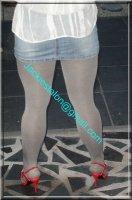 minijupe jeans avec chemise blanche 2