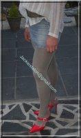 minijupe jeans avec chemise blanche 4
