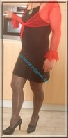 avec robe noir sexy et bolero rouge 2