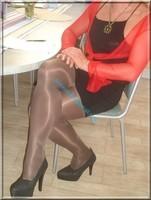 avec robe noir sexy et bolero rouge