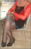 avec robe noir sexy et bolero rouge 3