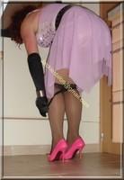 robe rose gants noir 57