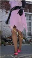 robe rose gants noir 5
