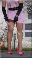 robe rose gants noir 10