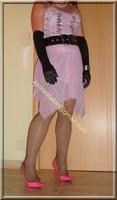 robe rose gants noir 19