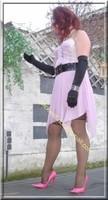 robe rose gants noir 27