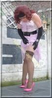 robe rose gants noir 35