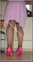 robe rose gants noir 47