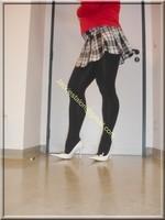 jupette careau blanc et noir blouse rouge 7
