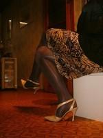 laque creme beige 10cm collant marron et jupe leopard 6