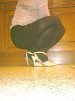 bas noir laque creme beige avec minijupe noir 3