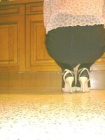 bas noir laque creme beige avec minijupe noir 4