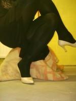 escarpins blanc avec robe noir6