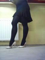 escarpins blanc avec robe noir