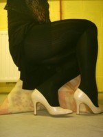 escarpins blanc avec robe noir5