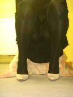 escarpins blanc avec robe noir7