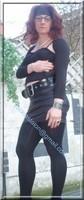 minijupe noir similie cuir 18 gros plan