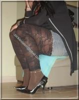 minijupe jeans top noir legging dentelle marron visage 5