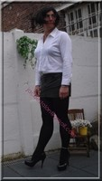 minijupe cuir chemise blanche 3