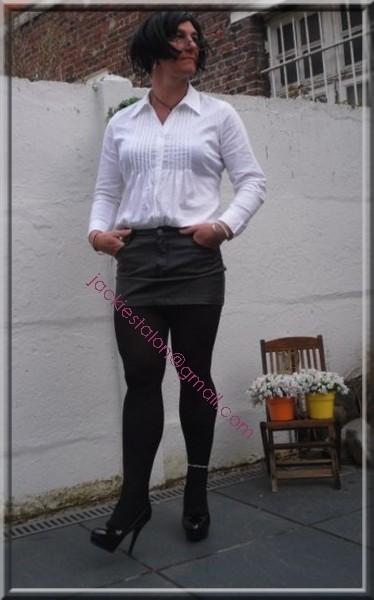 minijupe cuir chemise blanche 7