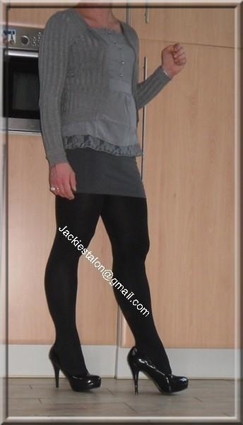 minijupe grise blouse grise 1