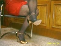 robe rouge collant resile escarpins dore 15