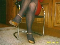 robe rouge collant resile escarpins dore 18